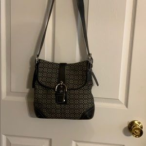 Coach adjustable bag to shoulder and crossbody.